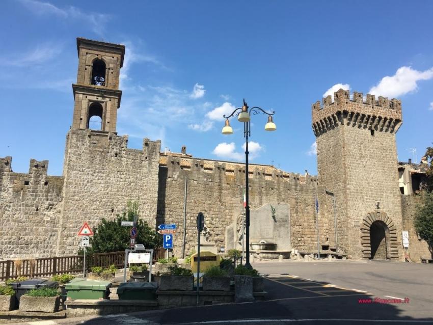 In vacanza con il cane: Vitorchiano e Celleno, il borgo fantasma